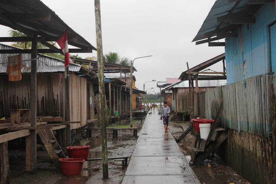Mientras tanto en Cuninico los pobladores deben ingeniárselas para tener acceso a agua limpia. Foto: Copyright © Barbara Fraser.