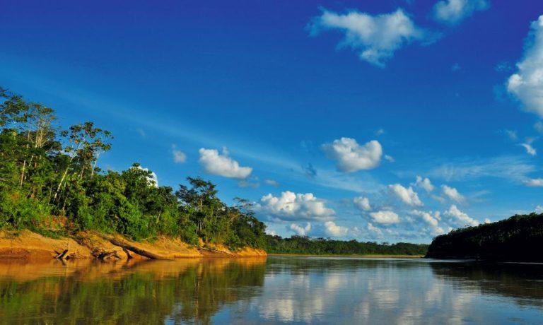 En la provincia del Purús, una de las más apartadas del Perú, los ríos llevan sus aguas a Brasil, lo que dificulta la comunicación local. Foto de Michell León, Apeco, WWF Perú