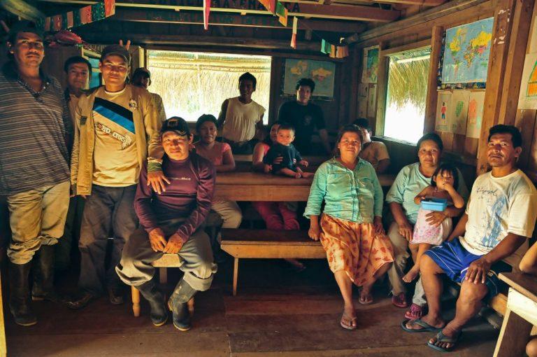 Puerto Esperanza, la capital de la provincia de Purús, es una ciudad pequeña, apacible, de gente muy amable que no parece vivir enclaustrada. Foto de Michell León, Apeco, WWF Perú