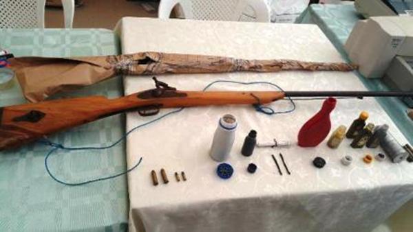 Las armas que decomisó la policía durante la detención de los comuneros. Foto: Policía Nacional.