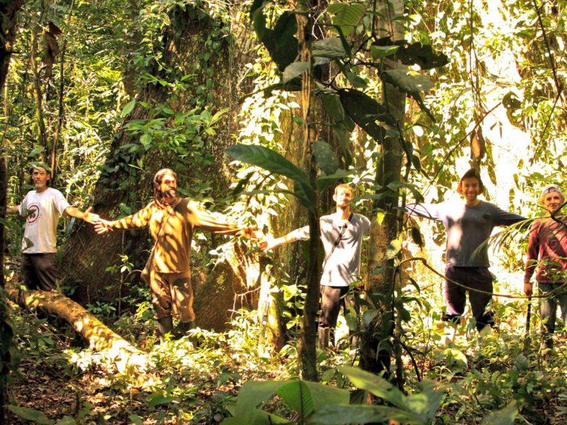 Alonso Del Río se ubica en el extremo de la derecha de la fotografía. Foto: Bahuaja 1.