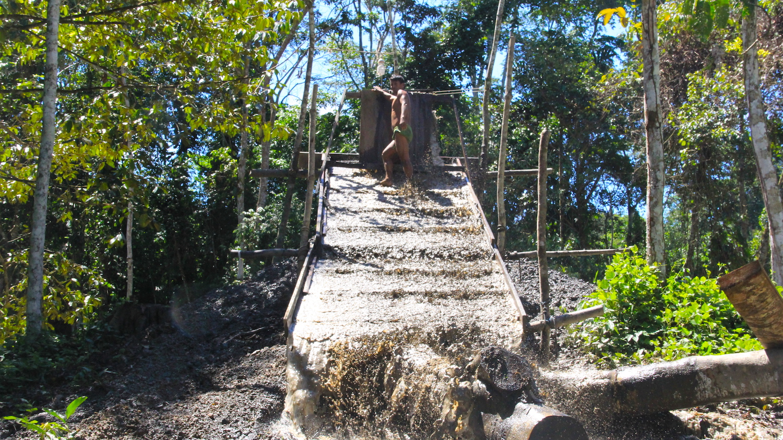 Minería ilegal en la quebrada Pastacillo, Amazonas. Foto: Vanessa Romo/Mongabay Latam.