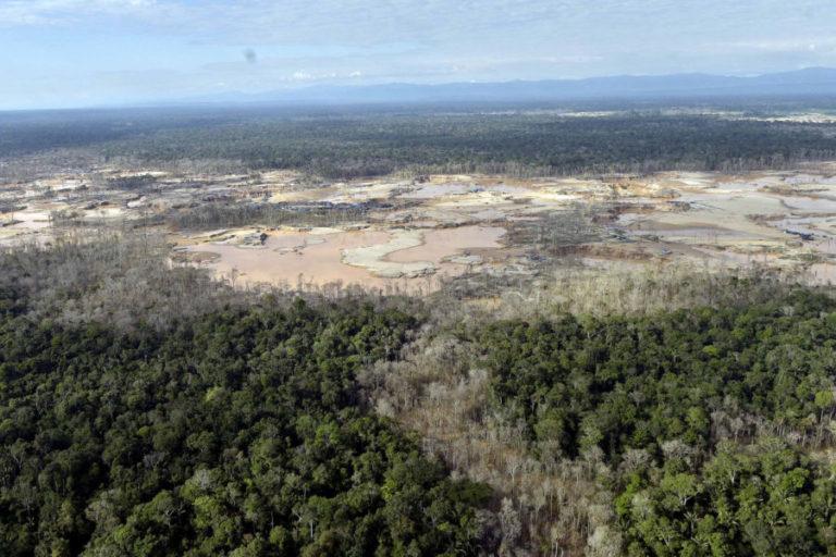 Presencia de minería ilegal en la zona de amortiguamiento de la Reserva Nacional de Tambopata. Foto: Mininter.