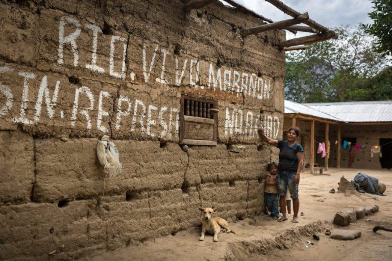 conflictos pueblos indígenas hidroeléctrica amazonía perú