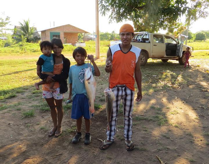 Mercurio en Latinoamérica: Campesinos de comunidades de Pando y Beni pescando