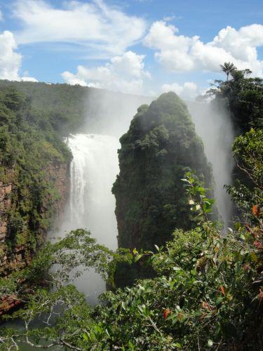 Día Internacional de los Bosques: Catarata Arco Iris, río Paucerna. Foto: Sandro Añez