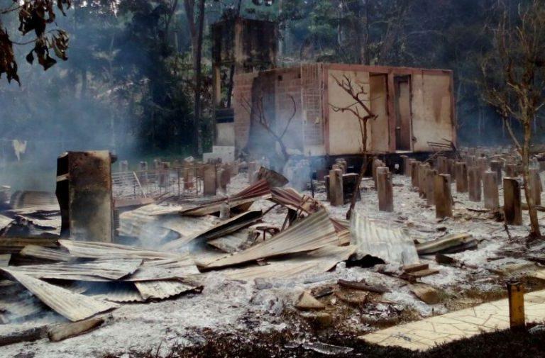 El Centro de Investigación Bosque Macuya fue destruido y quemado en diciembre de 2017. Foto: Facultad de Ciencias Forestales y Ambientales.