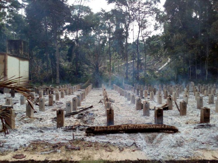 Las instalaciones Centro de Investigación y Capacitación Forestal Bosque Macuya, de la Universidad Nacional de Ucayali fueron quemadas. Foto: Facultad de Ciencias Forestales y Ambientales-Universidad Nacional de Ucayali.