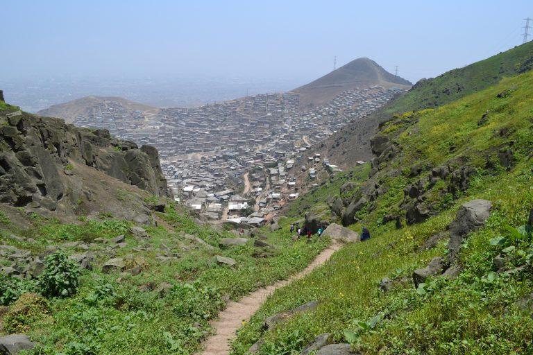 Las invasiones son el principal problema de las lomas de Lima. Foto: Centro Urbes.