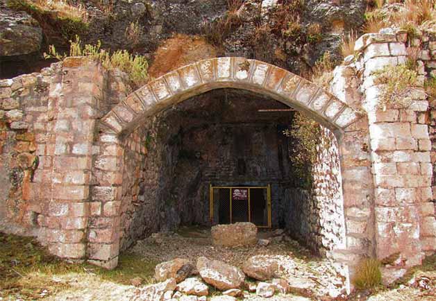 Mercurio en Latinoamérica: La mina Santa Bárbara, conocida también como la mina de la muerte, se comenzó a explotar en 1566 y fue el principal centro de extracción de mercurio durante la Colonia. Foto: Internet.