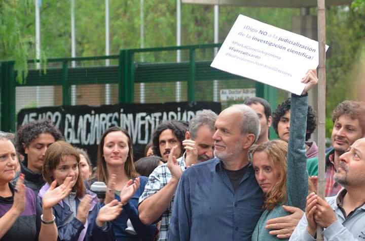 Manifestación en apoyo a Ricardo Villalba en Mendoza. Foto: @CienciaAr