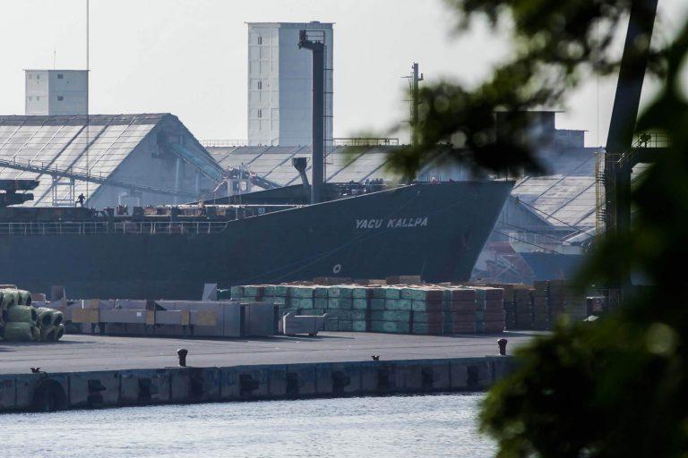 La mayor parte de la carga presuntamente ilegal de la embarcación Yacu Kallpa pertenecía a la empresa La Oroza. Foto: EIA.