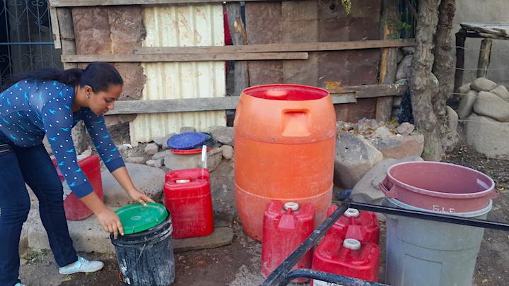 La falta de agua afecta a los pobladores de la Comunidad minera Santa Cruz de la India. Foto: Onda Local.
