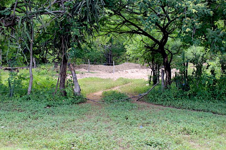 Imagen de las perforaciones a pocos metros dela comunidad.Foto: Onda Local.