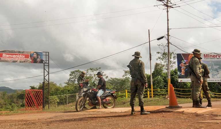 Puestos de control militar venezolanos se ubican en diferentes zonas del Arco Minero de Venezuela. Foto: Bram Ebus