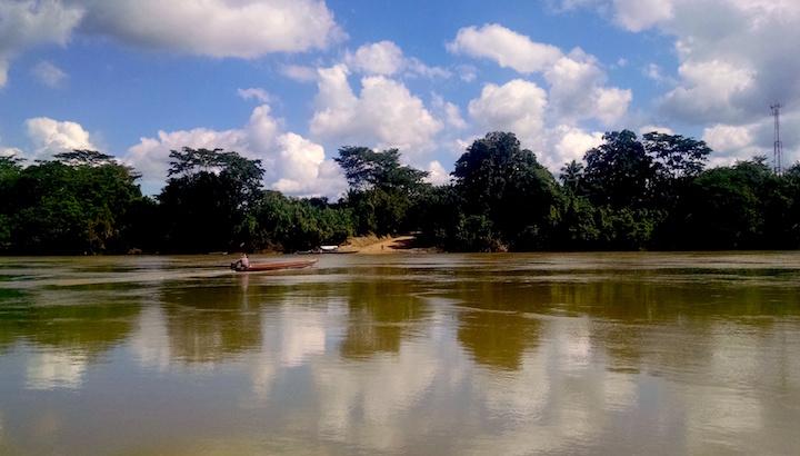 Vista desde México hacia Guatemala en el principal lugar de cruce de ganado en el río Usumacinta, en el municipio de Benemérito de Las Américas. Foto: Rodrigo Soberanes.