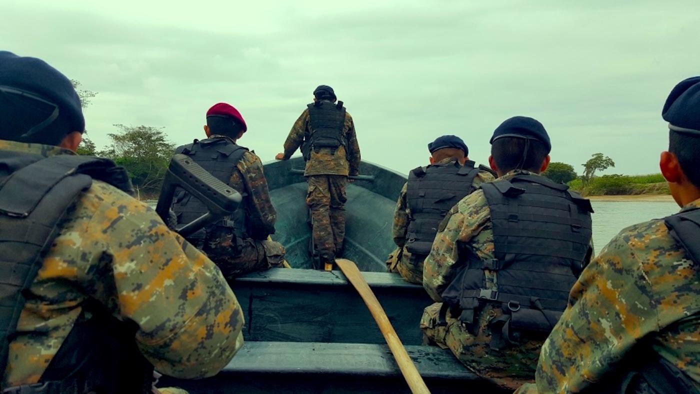 Una patrulla del Ejército de Guatemala patrulla el río Usumacinta en las inmediaciones de Benemérito de Las Américas. Foto: Ministerio de la Defensa de Guatemala.