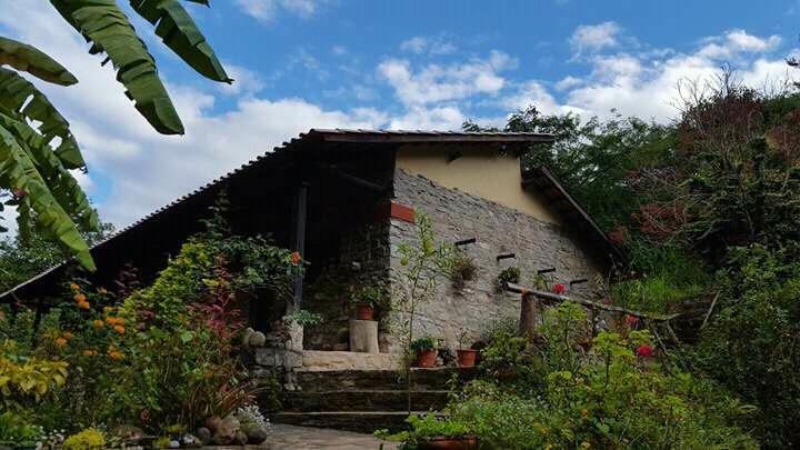La Casa de doña Lola es el albergue que han instalado en medio del area reservada. Foto: Pedro Heredia / Wagner Guzmán.