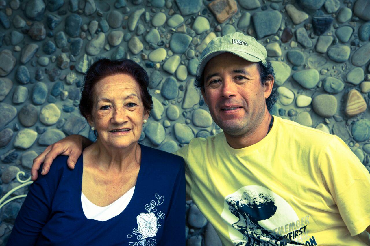 María Dolores Arce de Heredia y su hijo Pedro Heredia, fundadores del ACP Milpuj La Heredad. Foto: Wagner Guzmán.