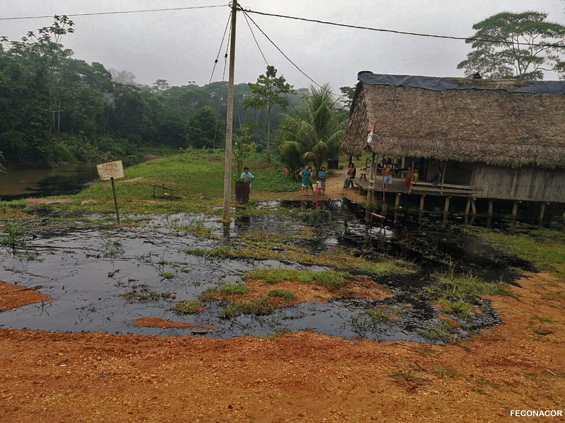 Los derrames de petróleo y la remediación de los territorios afectados por estos es un reclamo constante de los pueblos indígenas. Foto: Feconacor