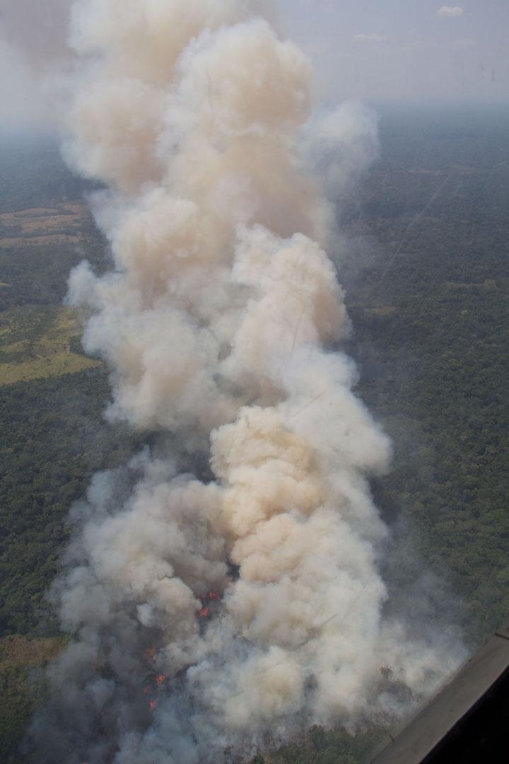 Cada año, en temporada de verano, los pobladores originan quemas controladas que muchas veces se desbordan y terminan en incendios forestales. Foto: Jaime Florez.