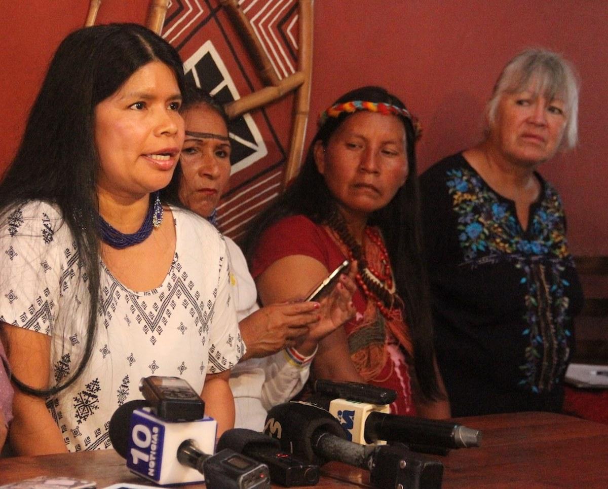 La defensora Sarayaku Patricia Gualinga durante la rueda de prensa donde denunció las amenazas recibidas durante la madrugada del 5 de enero del 2018. Foto: Cortesía Patricia Gualinga.