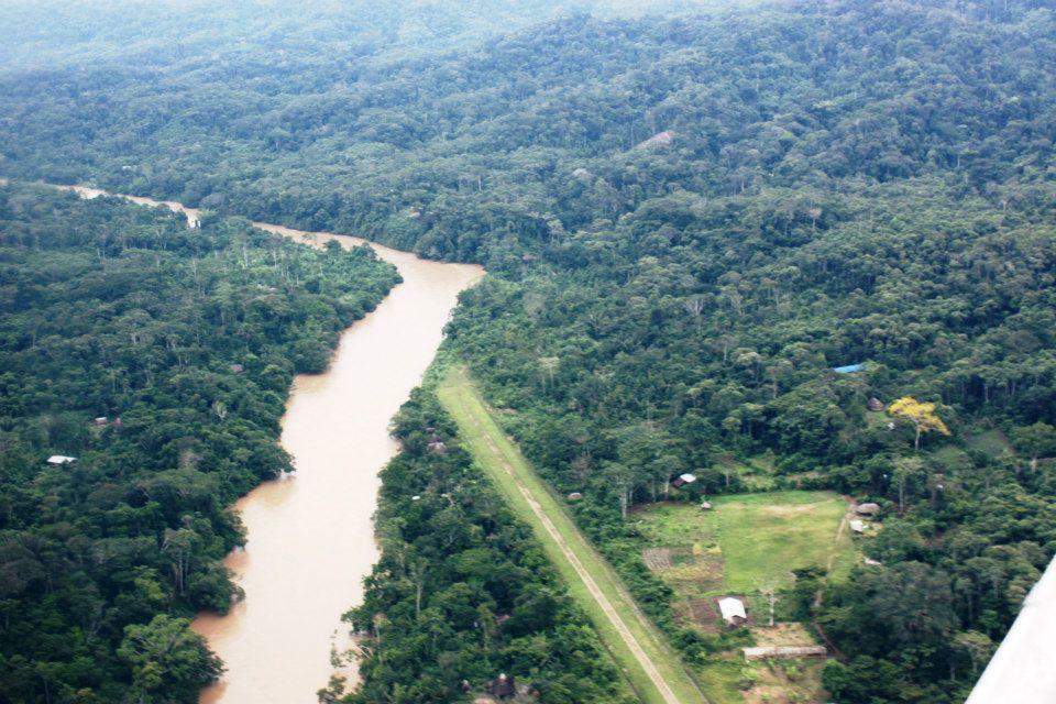 Vista aérea del territorio Sarayaku, ubicado en la provincia ecuatoriana de Pastaza. Foto: Carlos Mazabanda.