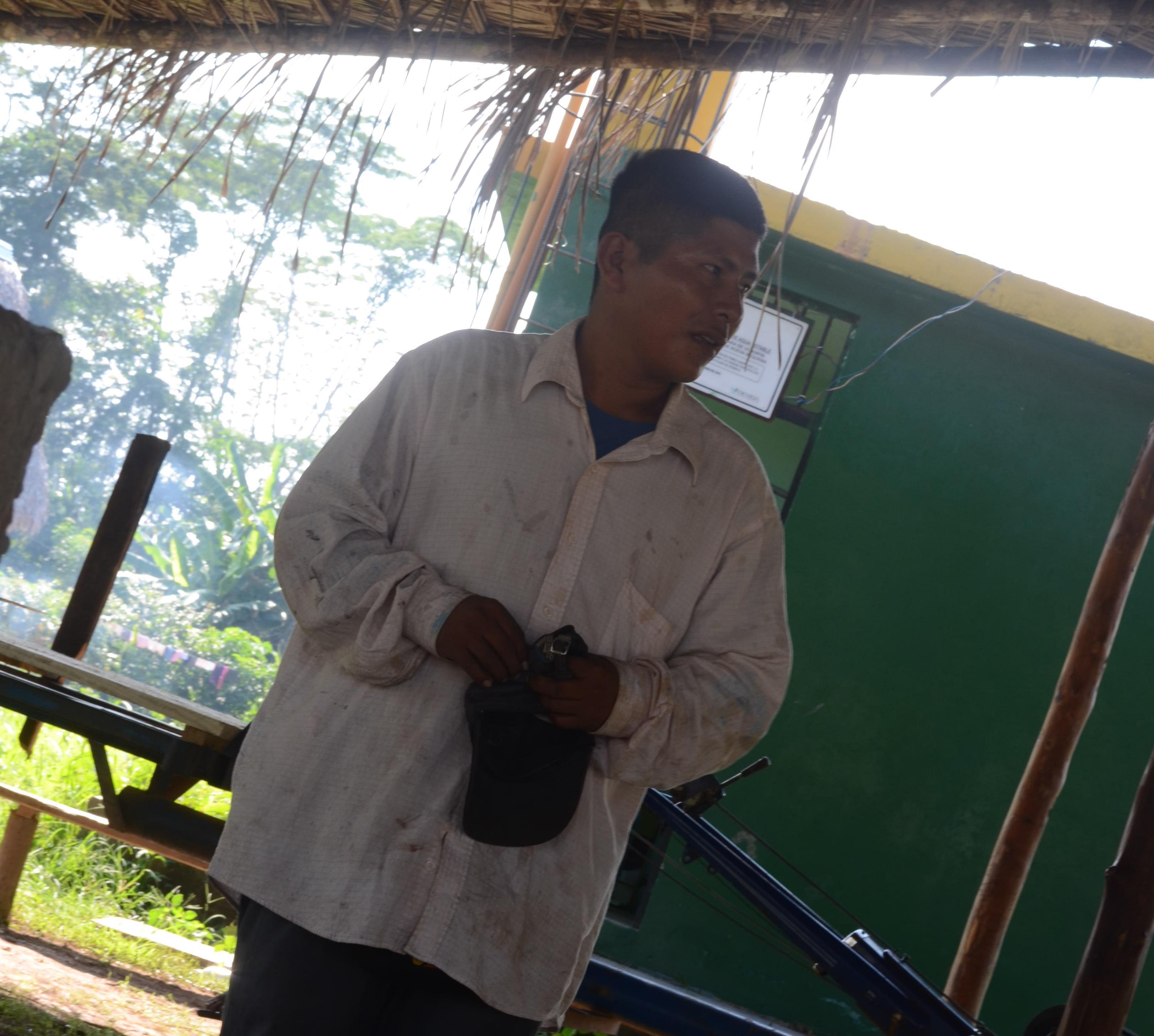 Carlos Hoyos, presidente de la comunidad Santa Clara de Uchunya. Foto: Yvette Sierra Praeli