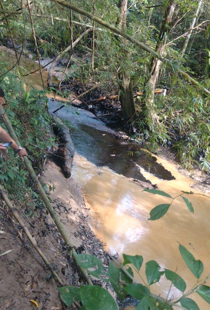 Según cálculos de las autoridades, se han derramado 24 mill barriles. Foto: Cortesía Comité de Concertación de la Vizcaína.