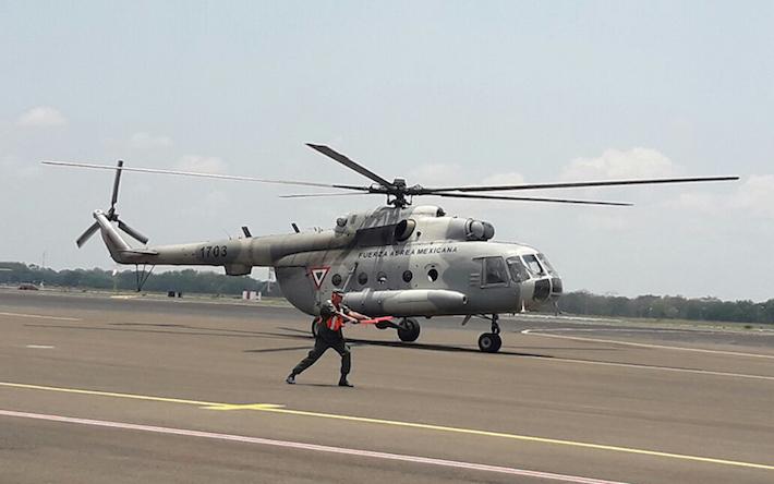 Helicóptero mexicano se suma a labores de control del incendio. Foto: Cortesía El 19 Digital.