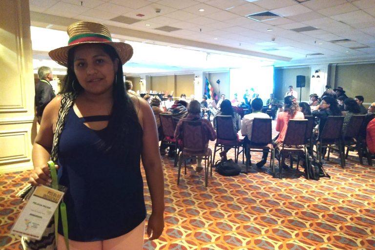 Viviana Ipia, de la comunidad de Coconuco, habla sobre el peligro que representa para las comunidades indígenas luchar por sus derechos. Foto: Yvette Sierra Praeli.