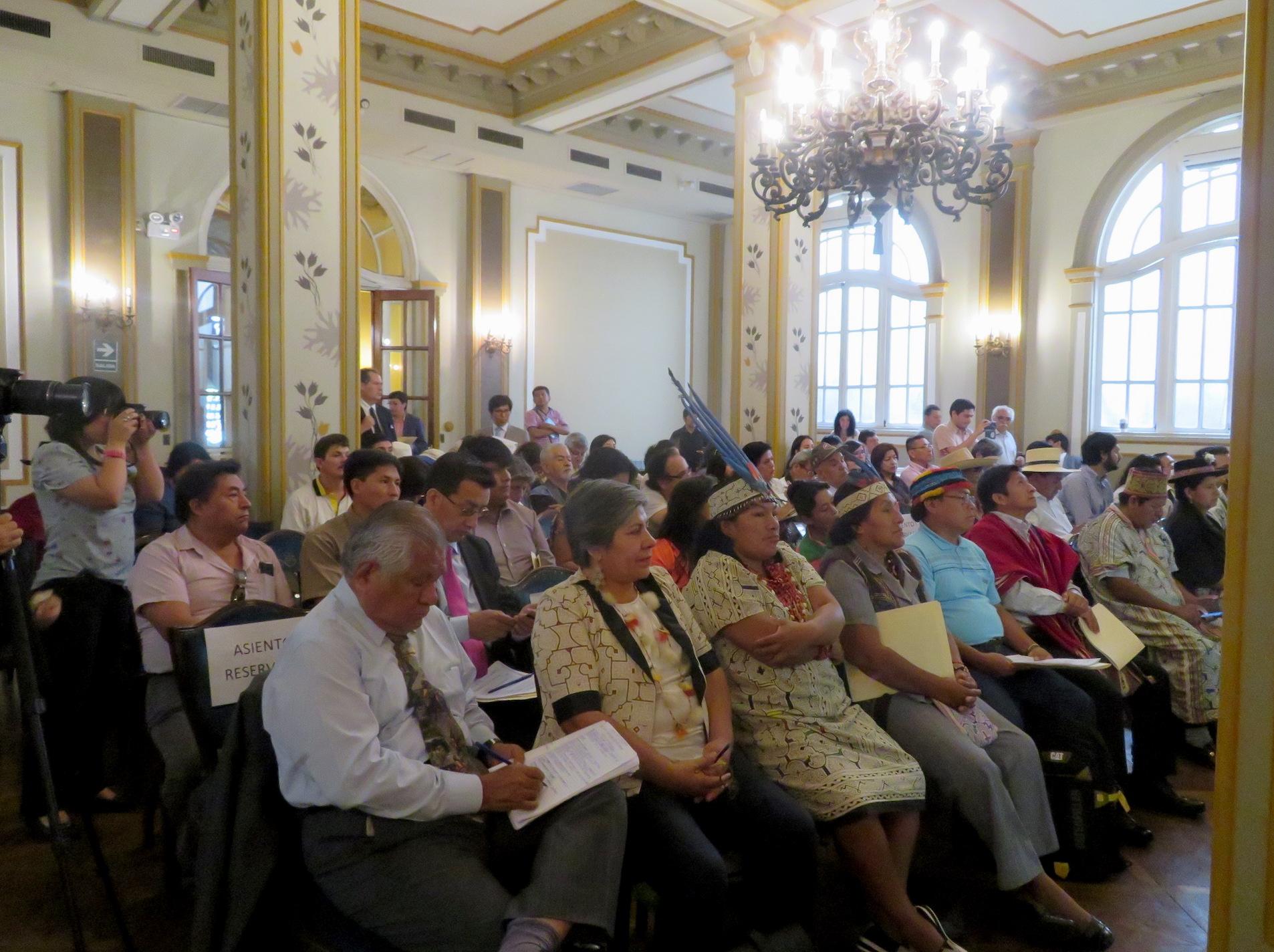 Representantes de comunidades indígenas de Perú se reunieron en audiencia pública. Foto: Yvette Sierra Praeli.