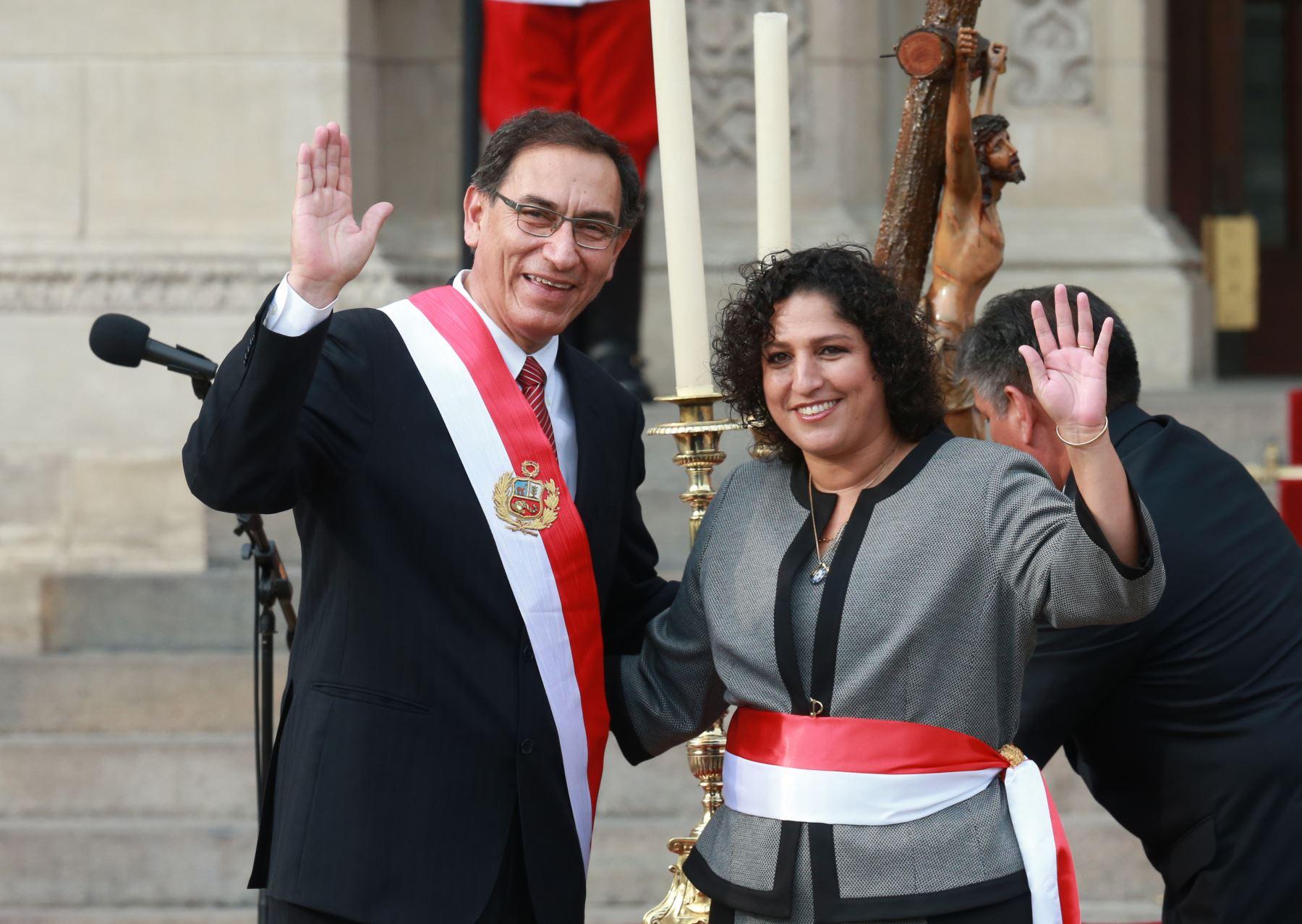 El presidente del Perú, Martín Vizcarra, y la flamante ministra del Medio Ambiente, Fabiola Muñoz. Foto: Andina.