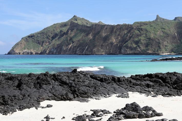 Galápagos. Vista desde la playa de Cerro Brujo. Foto: Rhett A. Butler.