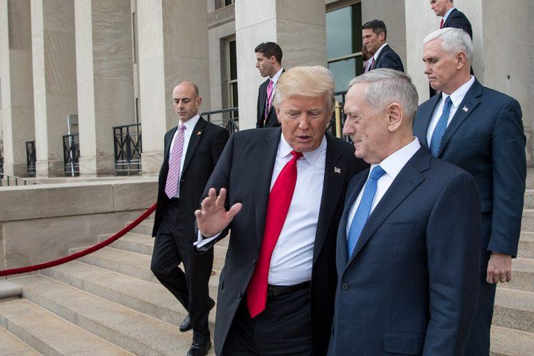 El presidente Donald Trump y el secretario de Defensa Jim Mattis. Foto: Dominio público