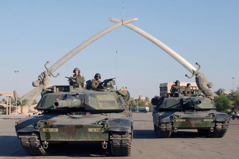 Ingreso del ejército de los Estados Unidos a Bagdad en el 2003. Foto: Sergeant John L. Houghton, Jr., United States Air Force / Wikimedia Commons