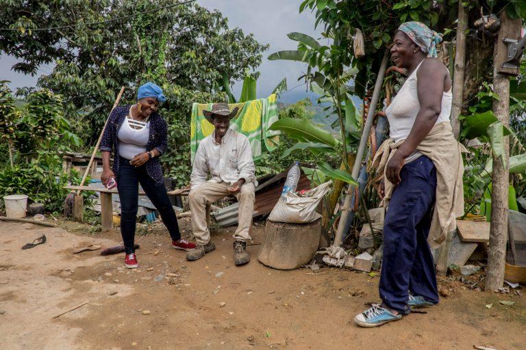 A pesar de las amenazas Francia no pierde su alegría y la esperanza de un mejor futuro para la gente de La Toma. Foto: Premio Goldman.