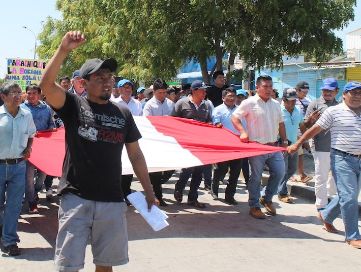 Los pescadores exigen la derogatoria de los decretos supremos. De lo contrario continuarán con medidas de protesta. Foto: Rita García.