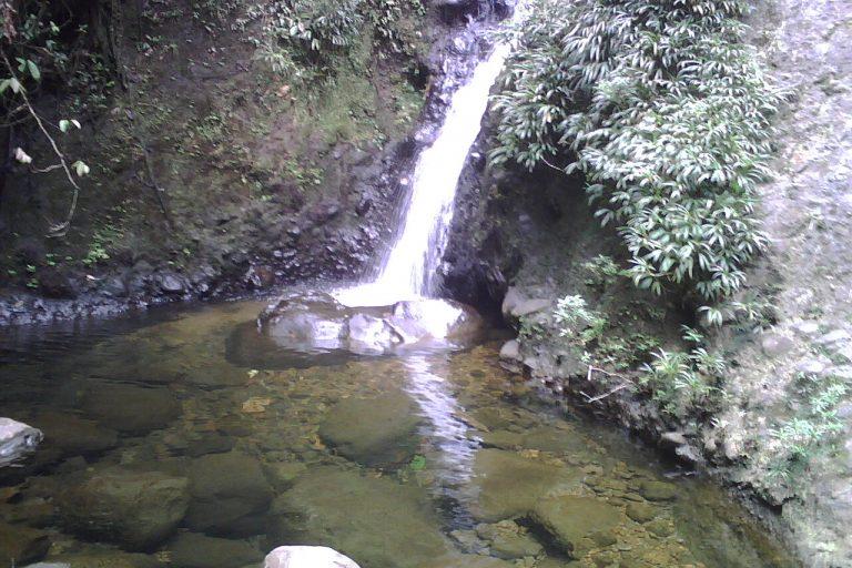 Los ríos y otros afluentes de agua son los principales contaminados por la actividad minera. Todos los desechos químicos paran allí. Foto: Junta Parroquial Alto Tambo.