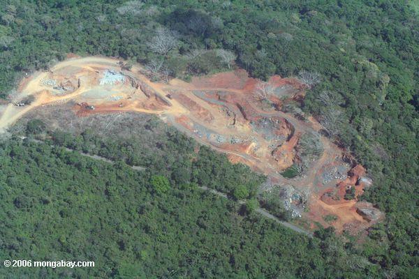 Panamá: una mina a tajo abierto en medio del bosque. Foto: Rhett A. Butler
