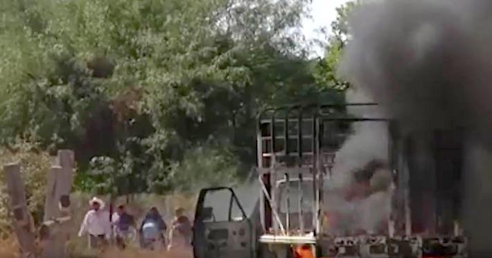 Captura de video del 21 de octubre de 2016. Autos recién quemados. Crédito: La Marabunta Filmadora.