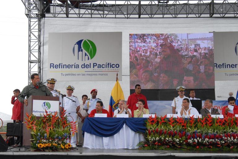 El 15 de julio de 2008, el presidente de Ecuador, Rafael Correa, y el jefe de estado de Venezuela, Hugo Chávez, firmaron el acta de constitución de la Compañía Mixta Refinería del Pacífico. Foto: Presidencia de la República del Ecuador.