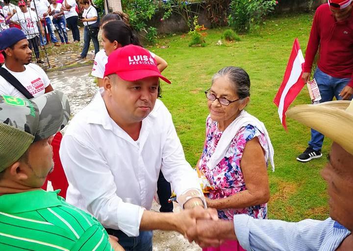 Arnaldo Chacón, alcalde del municipio de Arizona en el norte de Honduras, sufre amenazas por su apoyo a la oposición local a una represa hidroeléctrica. Foto: cortesía de Arnaldo Chacón