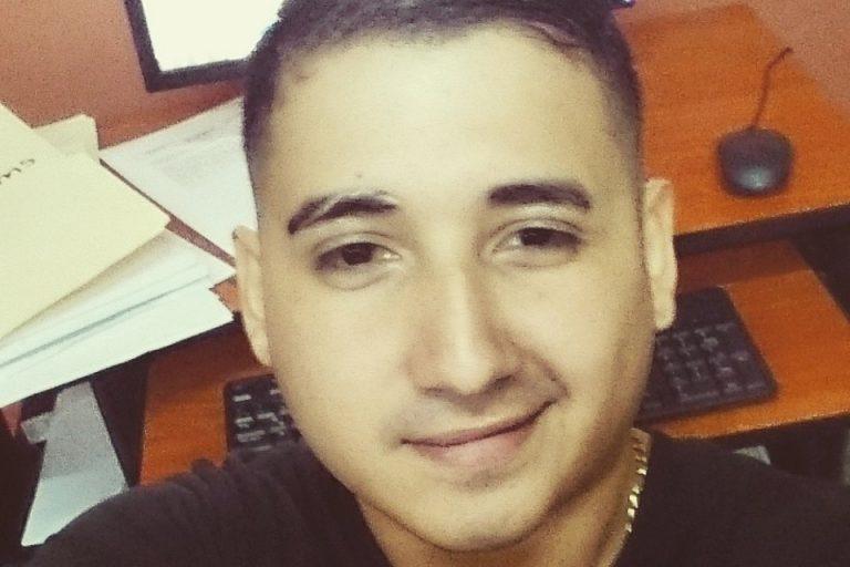 Carlos Hernández, un abogado hondureño de 28 años de edad, fue asesinado dentro de su bufete el 10 de abril del 2018. Foto: Carlos Hernández/Facebook