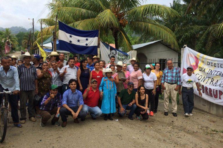 Comunidades y organizaciones que enfrentan proyectos hidroeléctricos en otras partes de Honduras han llegado a compartir experiencias con los pobladores que defienden el río Jilamito. Foto: cortesía del Consejo Cívico de Organizaciones Populares e Indígenas de Honduras (COPINH).