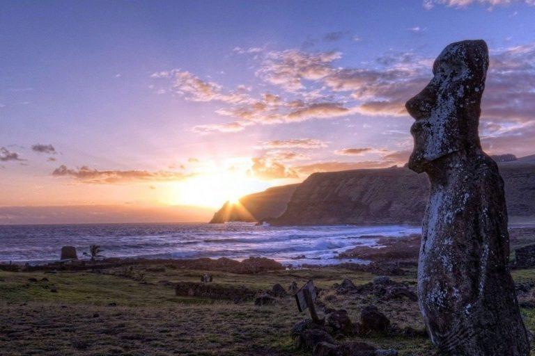 La Isla de Pascua, ubicada en la Polinesia, es famosa por sus casi 900 estatuas conocidas como moáis. Foto: Parque Nacional Isla de Pascua.
