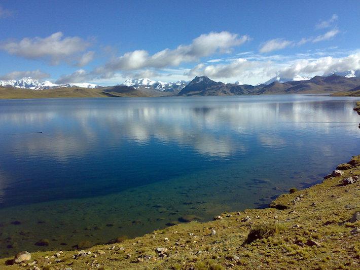 La laguna de Sibinacocha también sirve como fuente de energía para gran parte del Cusco, incluido Machu Picchu. Crédito: ACCA