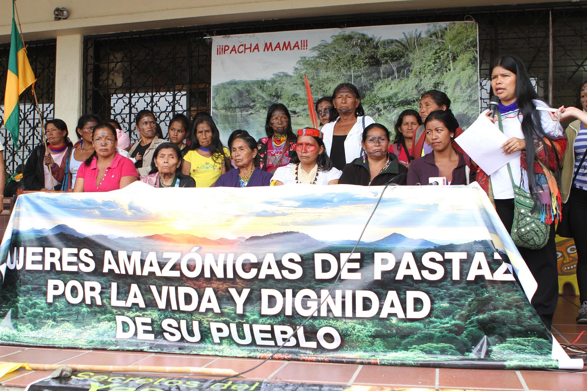 Dirigentas del Articulado de Mujeres Amazónicas, movimiento que se reactivó a inicios de este año tras la amenaza que denunció Patricia Gualinga, en Pastaza, en el oriente de Ecuador. Cortesía de Selvas Producciones.