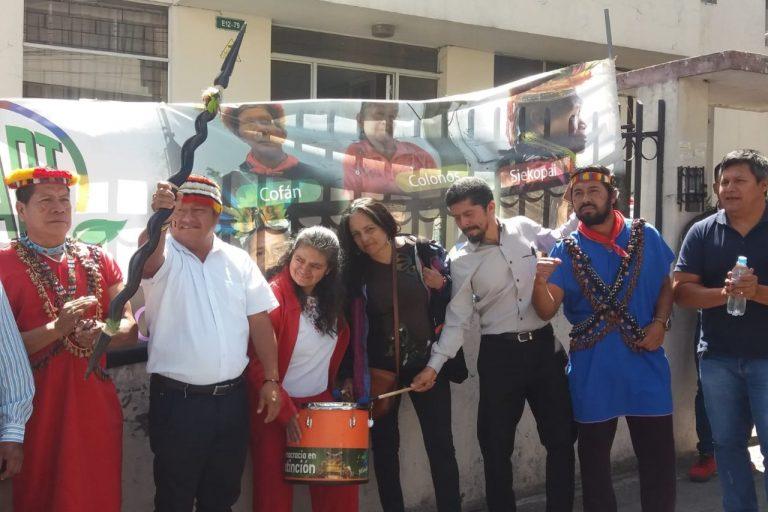 Miembros de la Unión de afectados por la petrolera Chevron y activistas ambientales celebraron el fallo de la Corte Constitucional. Foto: Unión de Afectados por la Petrolera Chevron (Udapt).