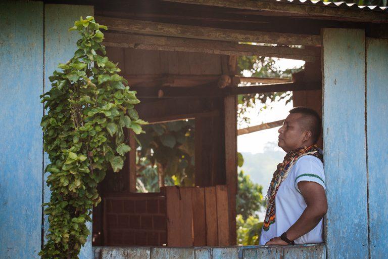Los indígenas Siona sienten que sus territorios ancestrales han sido invadidos. EL medio ambiente está siendo afectado y la guerra también ha puesto en peligro sus conexiones espirituales. Foto: Brian Parker.